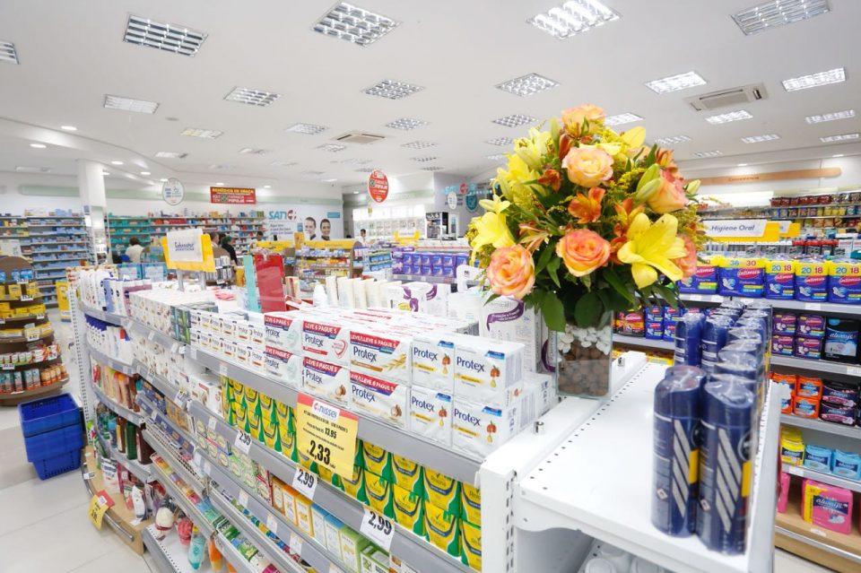 Farmácia Bonita com Vaso de Flor