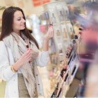 Como arrumar prateleiras de perfumaria